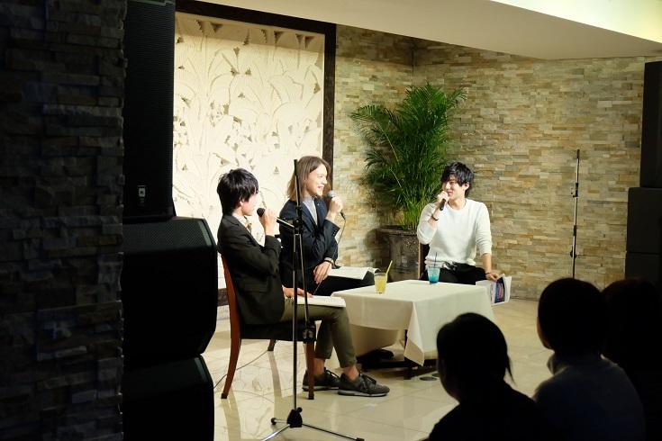 トークコーナーのパディ・ライアンさん、田丸篤志さん、増田俊樹さん