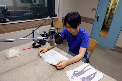 「ゲス彼 VOL.1 美山翔」のインタビューを受ける梶 裕貴さん